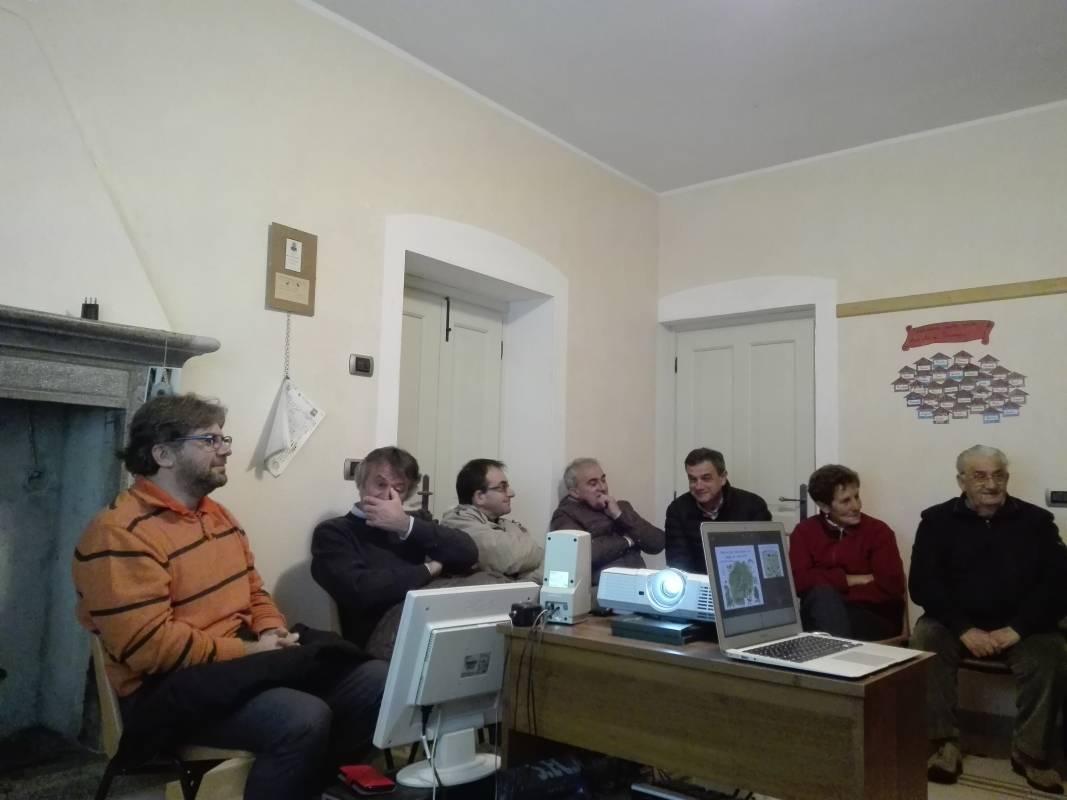 Un incontro pubblico a Triangia (SO)
